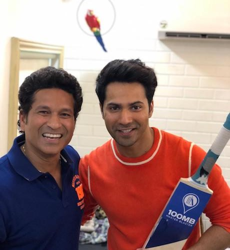 Sachin Tendulkar and Varun Dhawan celebrating National Sports Day