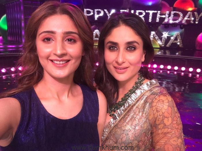 Dhvani Bhanushali with Kareena Kapoor Khan 1