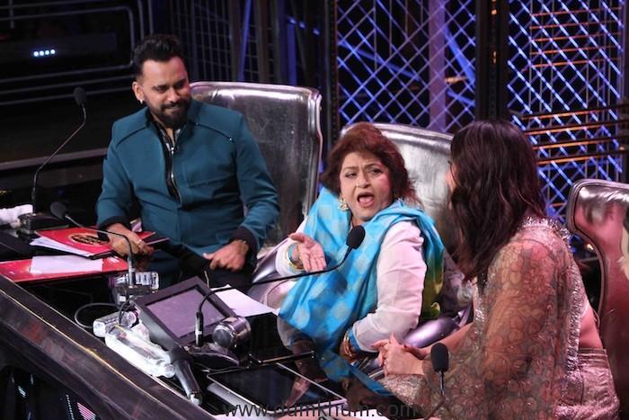 Expression Saroj ji on the sets of DID