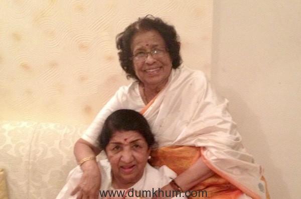 Lata Mangeshkar with her sister Meena Mangeshkar