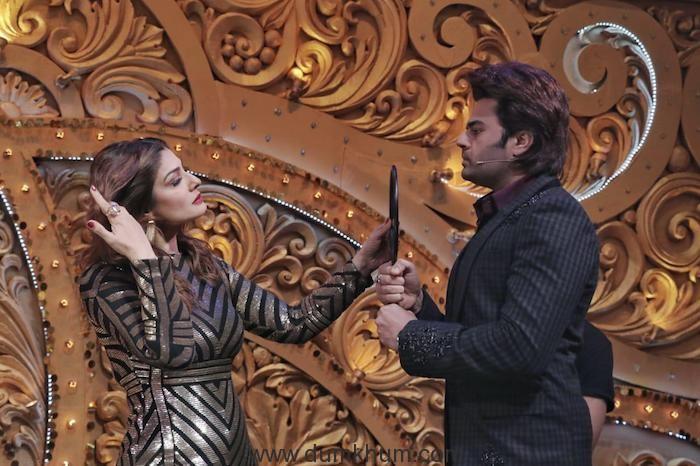 Maniesh Paul turns make-up man for Raveena Tandon