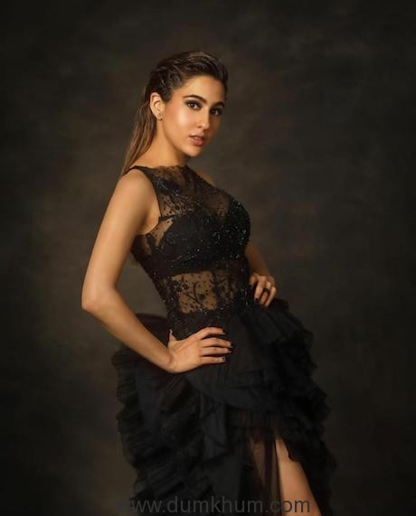 Sara Ali Khan sizzles as she grabs the award for 'Fresh Face Of The Year