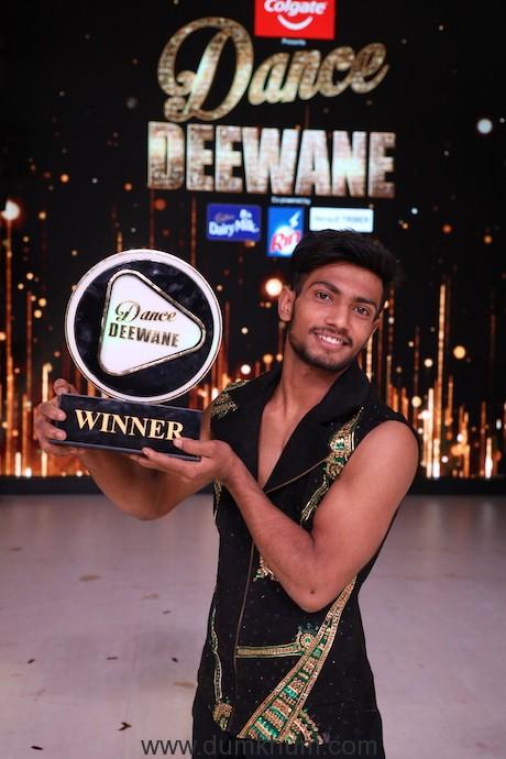 Vishal Sonkar with the winner's trophy of Dance Deewane