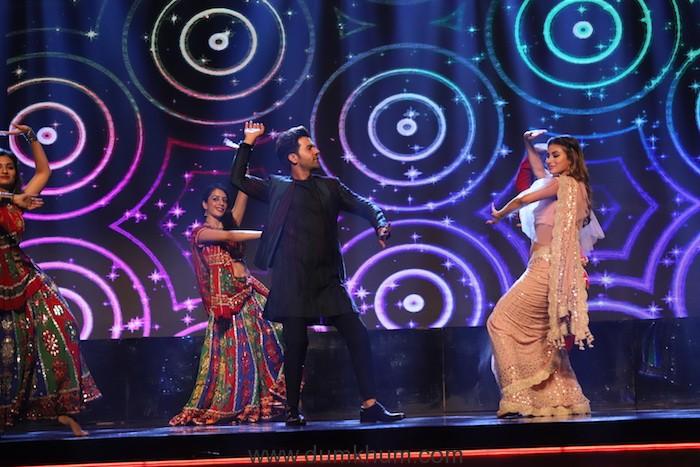 COLORS celebrates Dussehra with Sitaaron Ki Vijaydashmi Raj Kumar and Mouni Roy 1