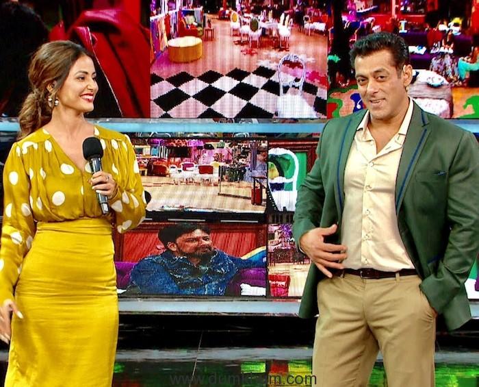 Hina Khan with host Salman Khan at Weekend Ka Vaar 01
