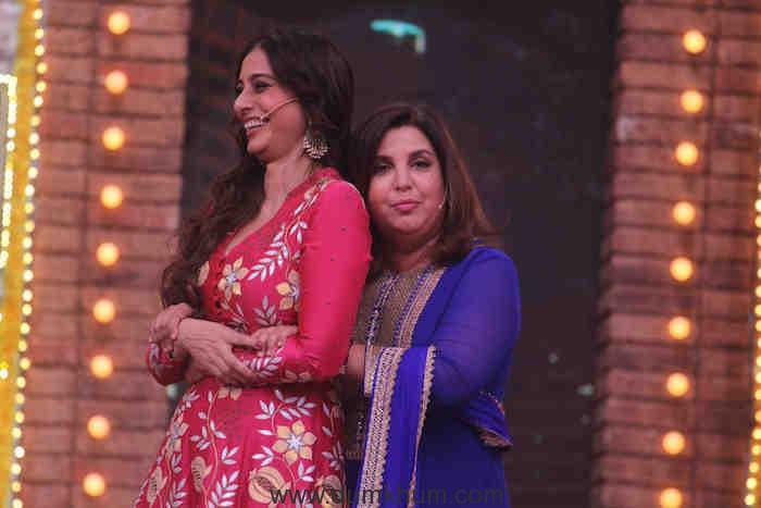 Tabu and Farah on sets of Movie Masti with Maniesh Paul (7)