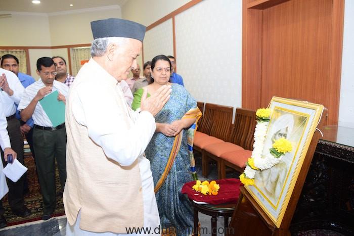 Governor pays tribute to Loknayak Birsa Munda