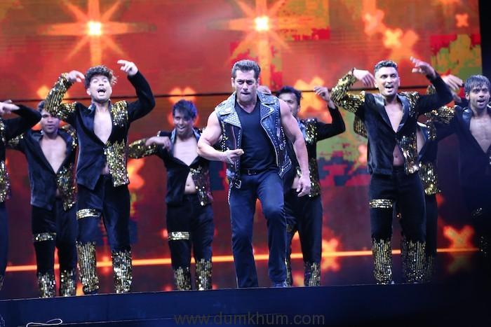 Power Packed performance by Salman Khan Team at Da-bangg Tour