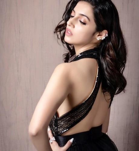 Divya Khosla Kumar looks super hot in this outfit for #FilmFareGlamourandStyleAwards !