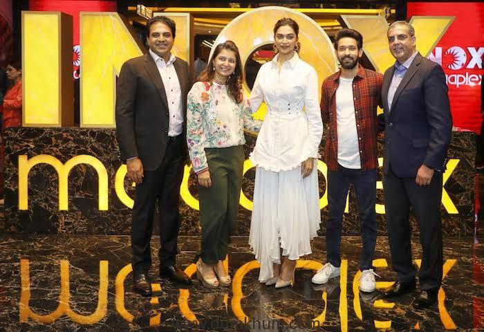 1. (L to R) Siddharth Jain Director INOX Group Ishita Jain Deepika Padukone Vikrant Massey and Alok Tandon CEO INOX Leisure Ltd