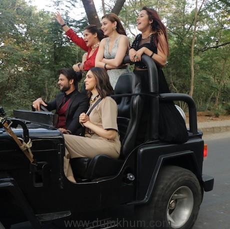 Deepika Padukone on a Joy ride with Bigg Boss contestants (4)