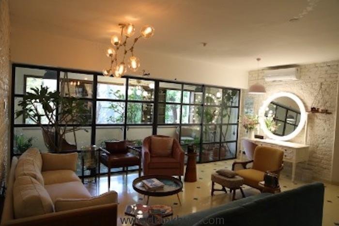 Alia's - office Picture 1