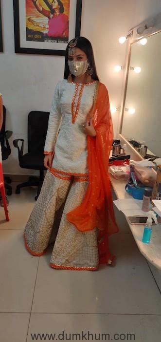 Pratibha Ranta in Mask from Qurbaan Hua