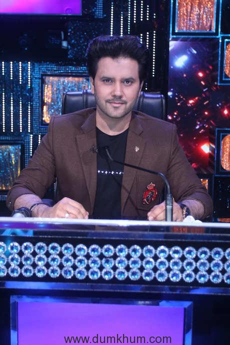 Javed Ali on the sets of Sa Re Ga Ma Pa Li'l Champs 1 (1)