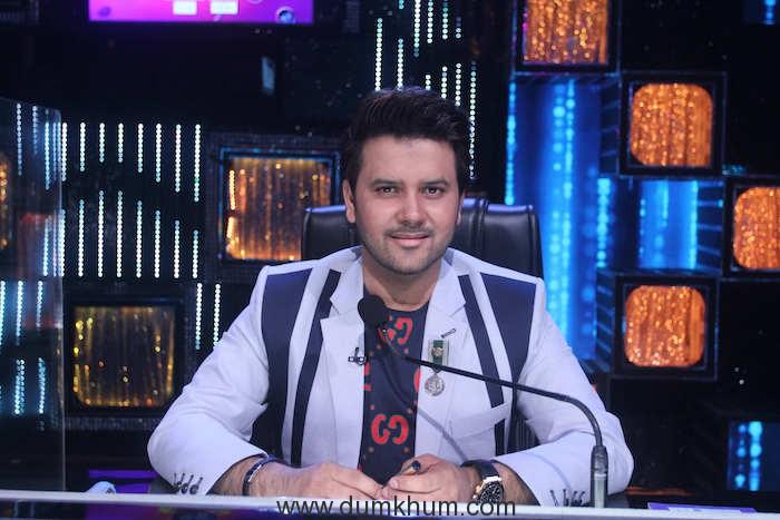 Javed Ali on the sets of Sa Re Ga Ma Pa Li'l Champs (1)