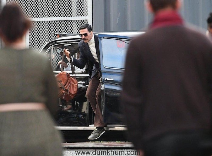 Akshay Kumar's look from the sets of #BellBottom set in Glasgow-